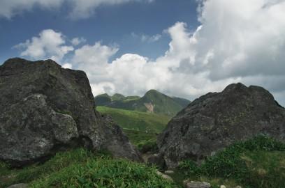 扇ヶ鼻の岩から久住山