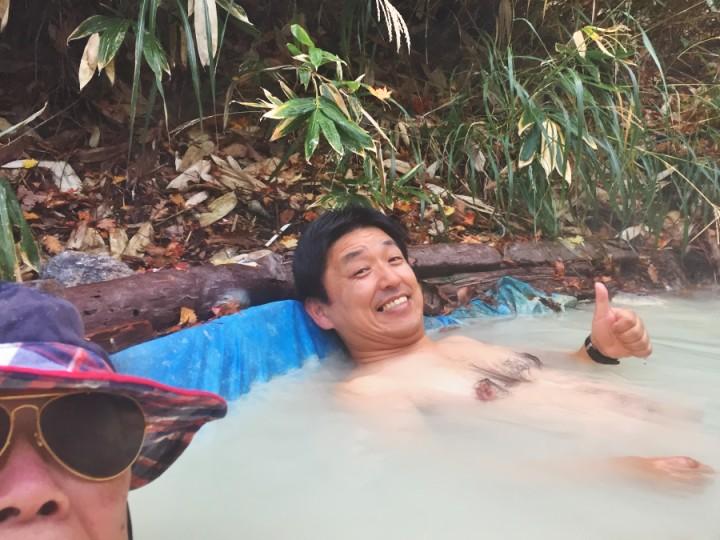 荒湯地獄の野湯 ドカシーだがお湯は43℃ 素晴らしい