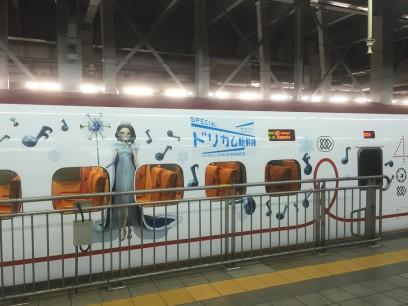 博多駅に変わった新幹線が止まっていた