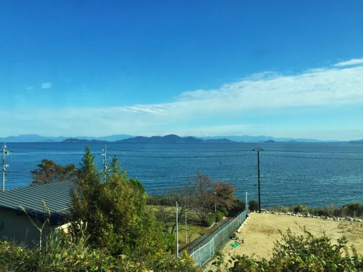 湖西線で比良に向かう 琵琶湖が綺麗だ