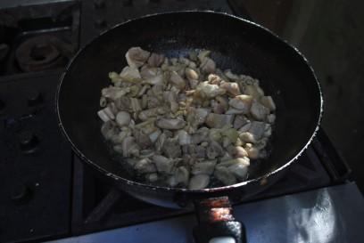 鶏肉は2kg使用(これは半分)