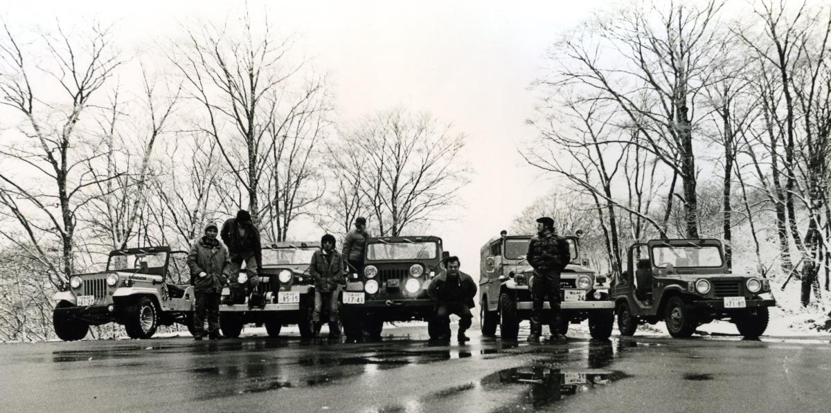 立烏帽子駐車場で、Jeepは冬でもフルオープン MIYAKAKUの写真