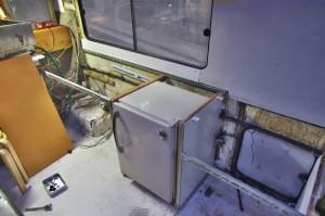 冷凍庫に側板を製作して取付