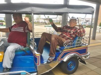 TUKTUKはタイの三輪タクシー 目立ちますね