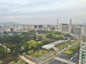 ホテルの部屋から眼下に高松築港駅