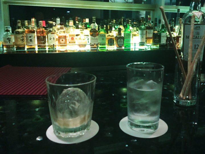 夕食後は最上階のバーラウンジで夜景を見ながら3杯