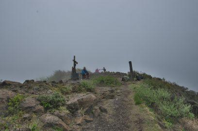 吾妻山で少しガスが晴れてきた