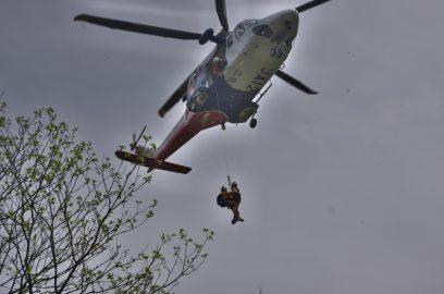 急に救助用のヘリが降りてきた