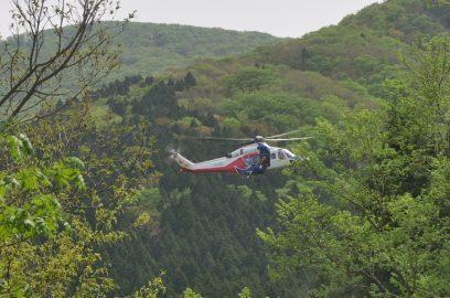 しばらくすると歩いて救助隊も到着 ヘリは帰ります