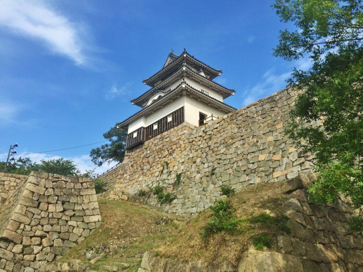 丸亀城は木造で現存した城 城壁が2段となって素晴らしい
