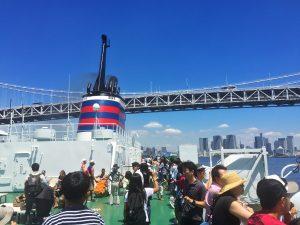 東京湾ベイブリッジを通過