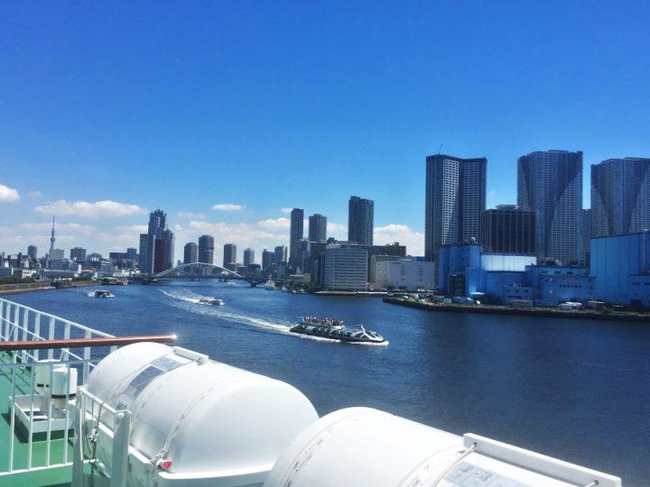 東京湾をおがさわら丸が出てゆきます