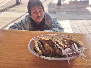 特製のカレーをお持ち帰り 松本沢東さん
