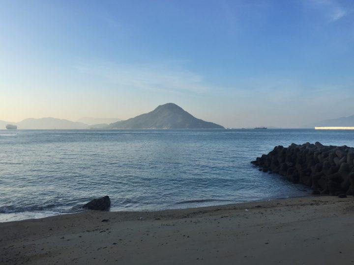 西側は午前中は日陰になっています 似島がすっきり