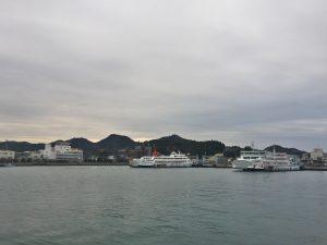宇野港には高松と見島へのフェリーが発着