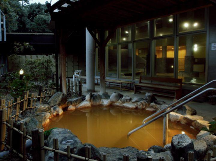 あまり大きくない露天風呂は源泉