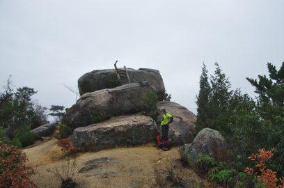 火山山頂の大岩です