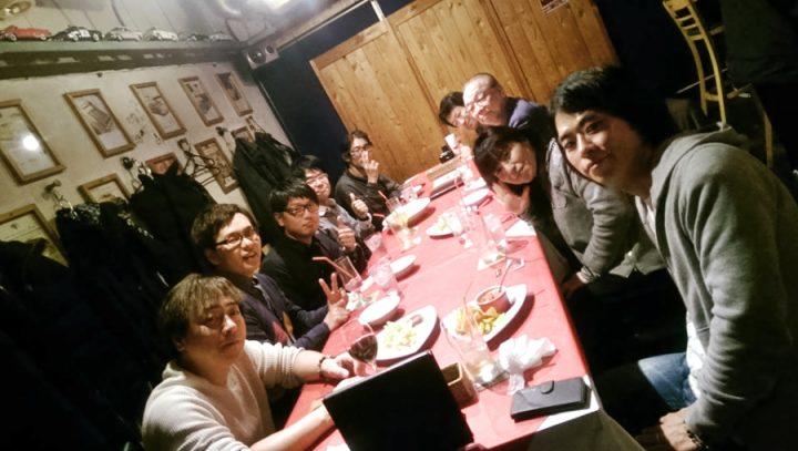 ロックスカフェで皆でプロジェクトの打合せ