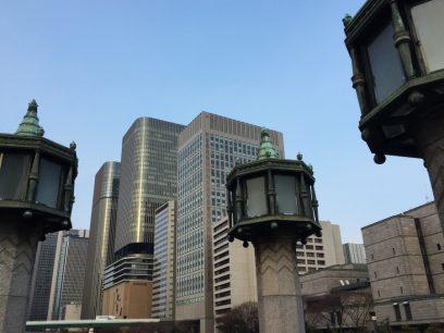 淀屋橋から大阪のビル群