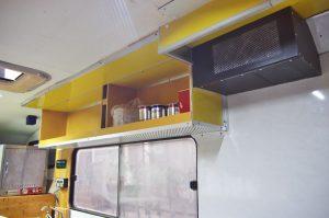 吊戸棚の天井をアルミパネルで作成