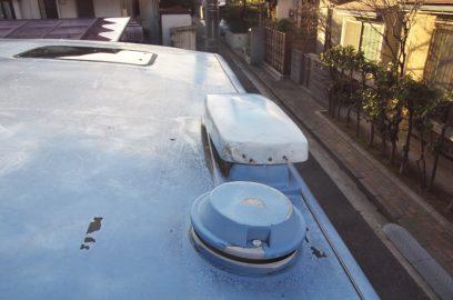 排気ダクトの蓋をします 屋根もかなりくたびれてきた