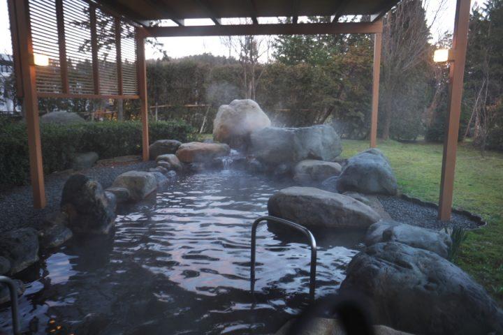 砺波ロイヤルホテルの露天風呂