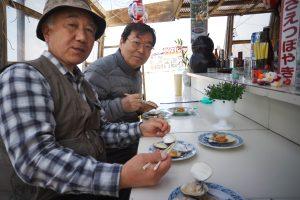 千里浜で焼き貝をいただきます