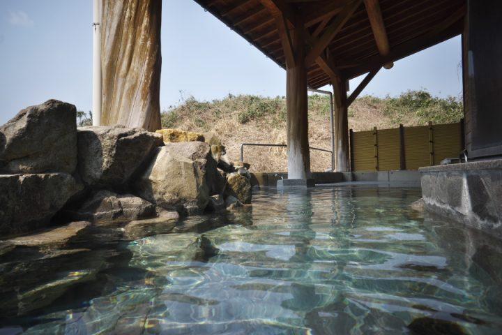 露天風呂から古墳を眺めながらゆっくりと