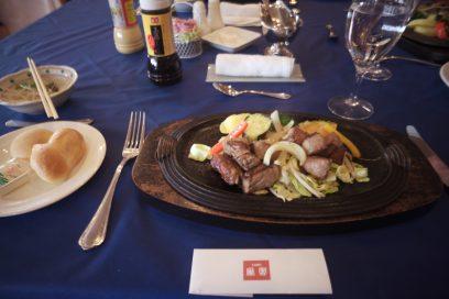 金沢にゆき、能登牛のステーキで昼食