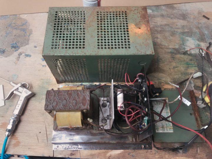 古いUSA製のパワーコンバーター