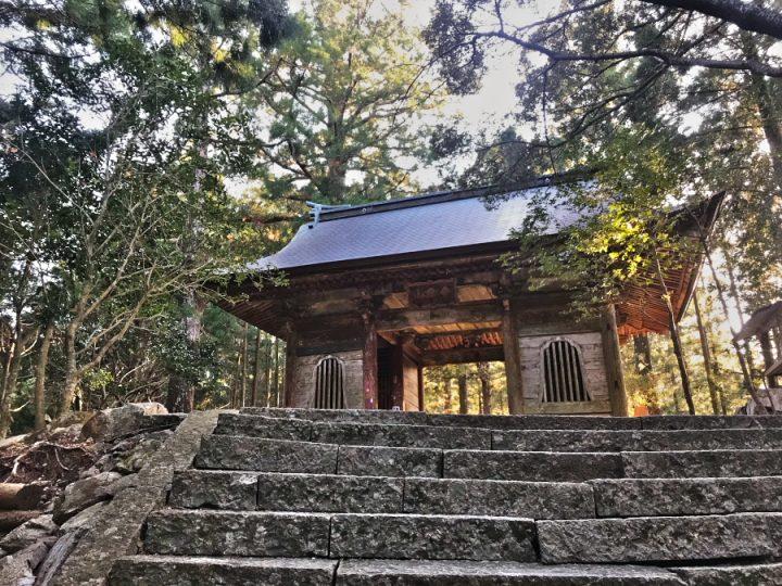 太龍寺仁王門 ここは弘法大師が19歳の時修業をした太龍嶽
